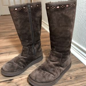 UGG BrownTall Boots w/Detail  Sz 9. EUC